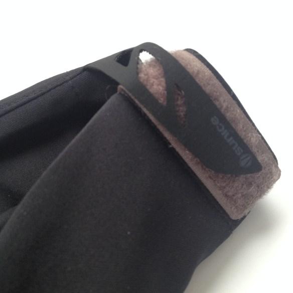 Adjustable velcro cuff tabs.
