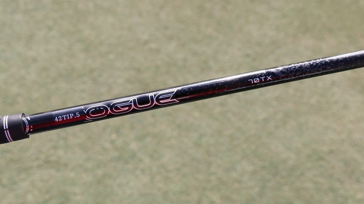 A look at Rickie Fowler's fairway wood mast, which measures 42 inches with 0.5 inches of flip.