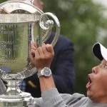 collin morikawa fumbles wanamaker trophy