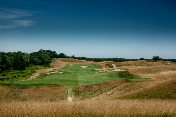 The third at Erin Hills is a 478 yard par 4. It measures 404 from the middle tees.