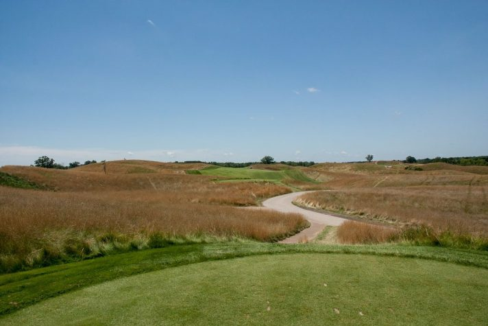 The twelfth at Erin Hills is a 466 yard par 4. From the middle tees, it measures 388.