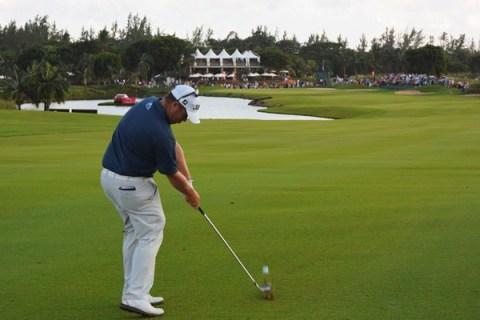 George Coetzee produced a timely 65 to jump into the lead at the AfrAsia Bank Mauritius Open