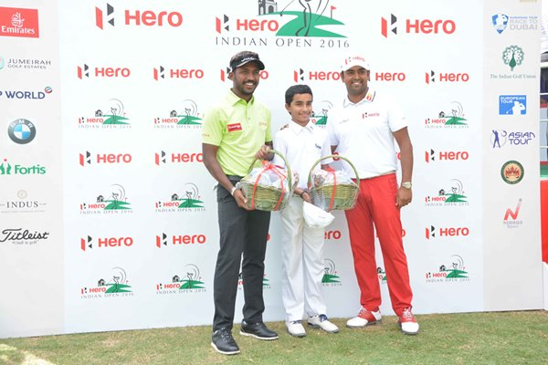 m_Chikka, Shubam putting contest winning team with Anirban Lahiri