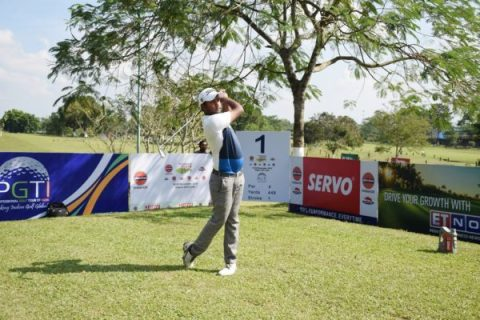 Kapil Kumar fired a first round 66 to take an early lead in the IndianOil Servo Masters. Honey Baisoya was in a group of five men tied in at 67.