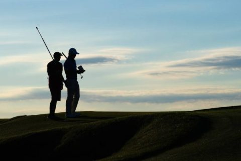 Rules-clarifications on Caddie standing behind the player