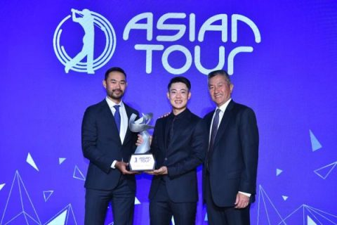 2019 Order of Merit winner Jazz Janewattananond with Asian Tour Commissioner and CEO Cho Minn Thant (left) and Asian Tour Chairman Jimmy Masrin (right)