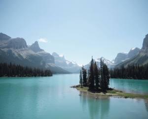 spirit-island-maligne-lake