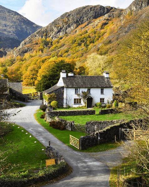 beatrix-potter-farmhouse-lake-district-england