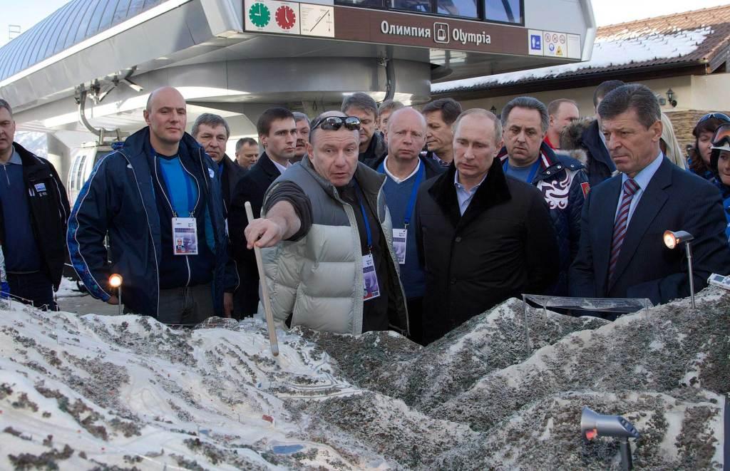 На фото Владимир Потанин, путин, Дмитрий Козак и другие.