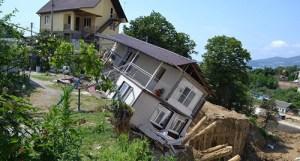 Падающий дом // Фото: Кавказский узел