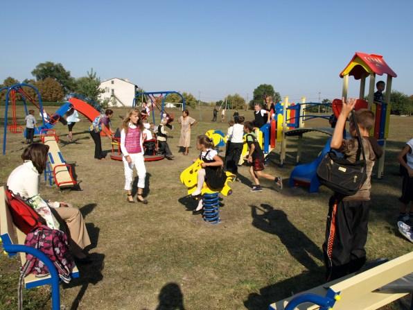 Детская площадка в Елизаветовке, 2011