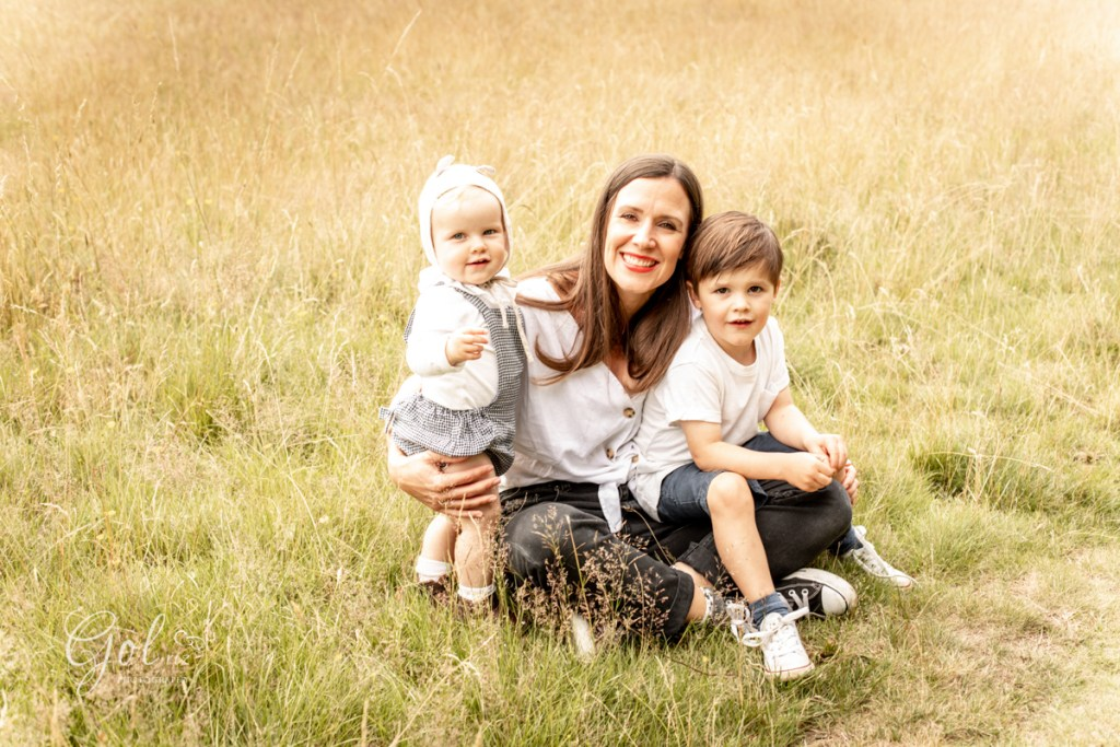 mum and children photography outdoors