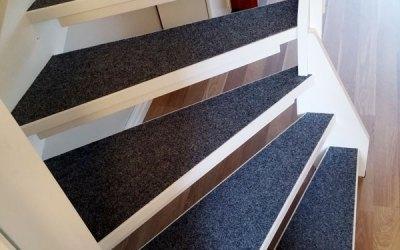 Nålfiltsmatta i trappa