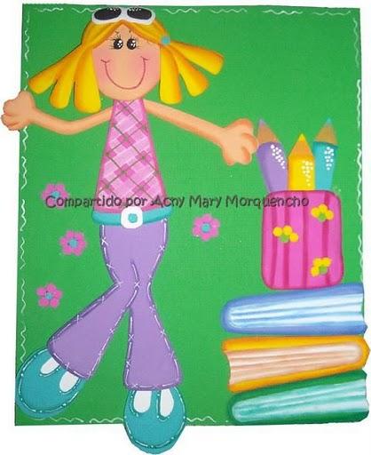 Nena con cuadernos