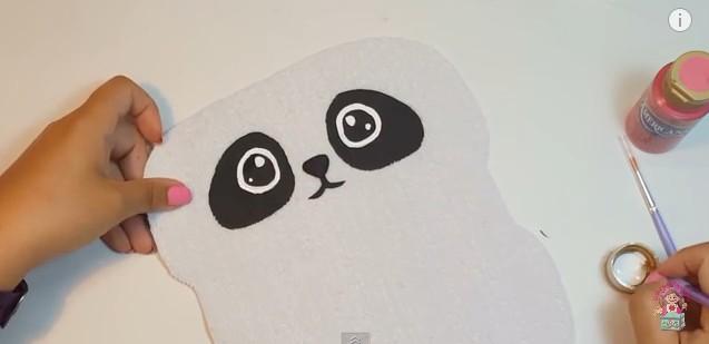 Cartuchera de goma eva con forma de oso panda 10