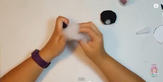 Cartuchera de goma eva con forma de oso panda 12