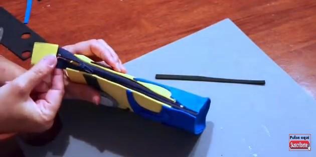Cartuchera de Minions con goma eva 12