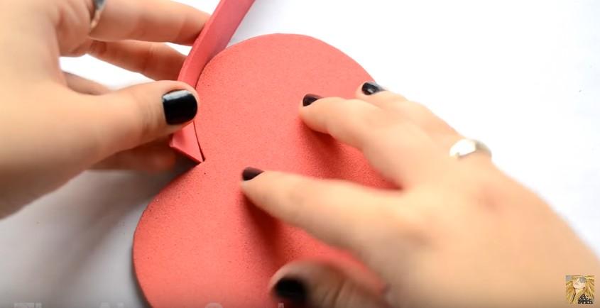 Caja de goma eva en forma de corazon para San Valentin 11