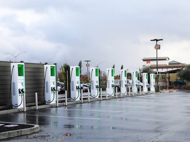 Soon, electric vehicle charging stations at 5000 BSNL locations!