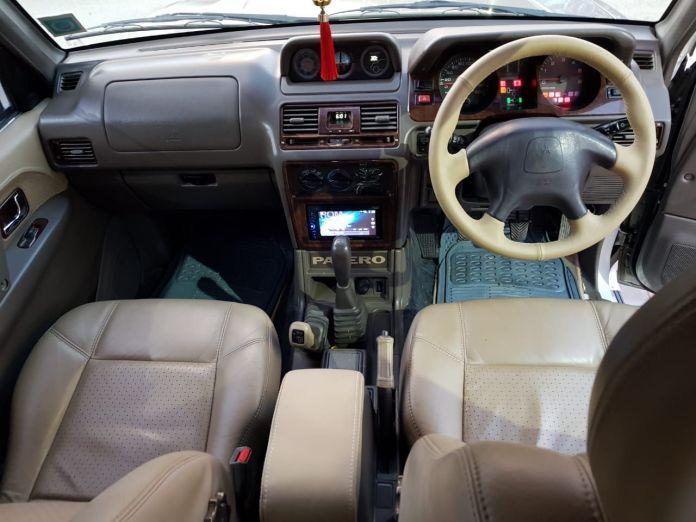 2006 Mitsubishi Pajero | Interior