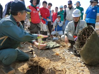 mobilized_volunteers_receiving_instruction_prior_to_planting_broad_leaf_species_of_trees
