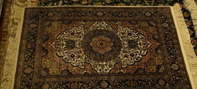 Moving rugs and carpets from Menlo Park, FL.