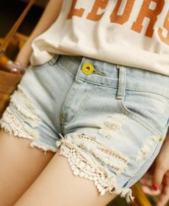 Lace Splicing Battered Denim Shorts