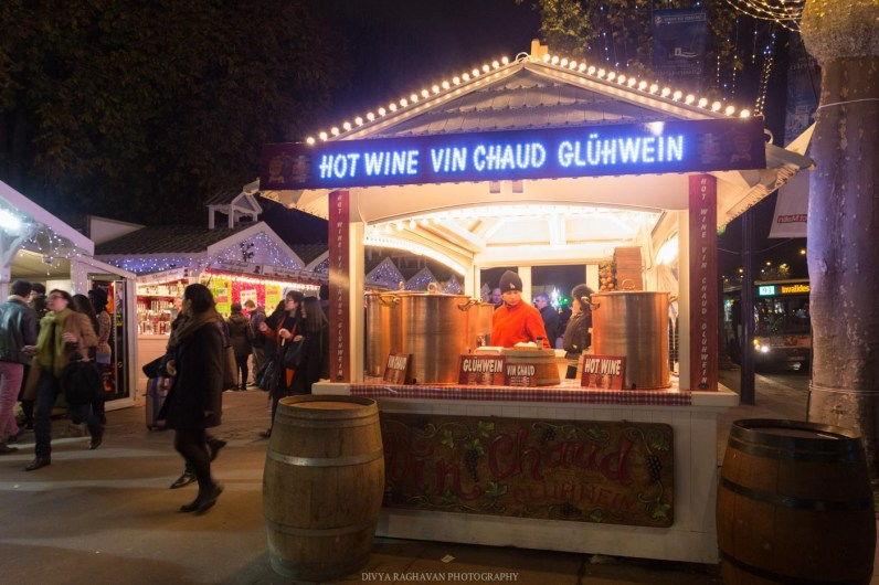 Gluwein at Christmas Markets at Champs Élysées, Paris, France || Paris in two days, a complete guide and itinerary to the city of lights in France.
