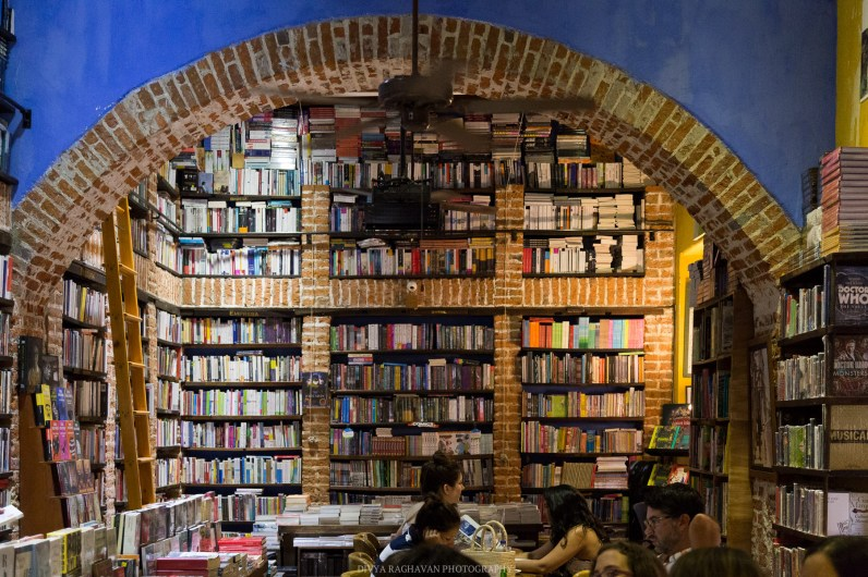 Abacus books and coffee, Magical bookstore in Cartagena, Colombia // Photos to inspire you to visit Colombia