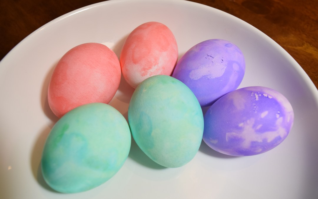 Comparing Fun Ways To Dye Easter Eggs