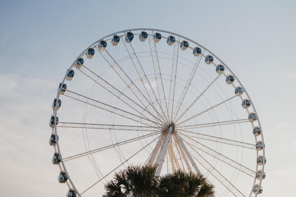 large ferris wheel, one of the best things to do in myrtle beach with kids