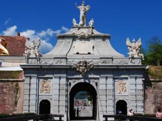 Poarta a III-a a Cetății de la Alba Iulia, model pentru standul Târgului de Turism al României. FOTO Andrei Kokelburg