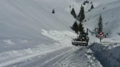 Drumurile au dispărut sub zăpadă. FOTO CJ Dâmbovița