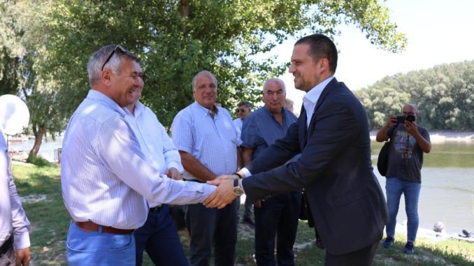 Ministrul Bogdan Trif, promite un port turistic la Călărași. FOTO MT