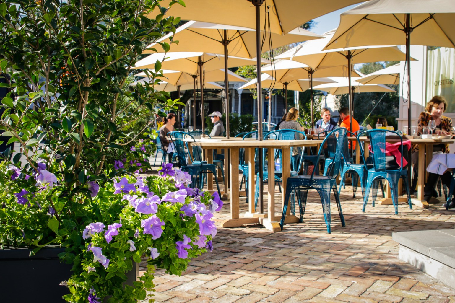 A perfect patio with a menu to match at Kenton's on Magazine Street. (Photo: Rebecca Ratliff)