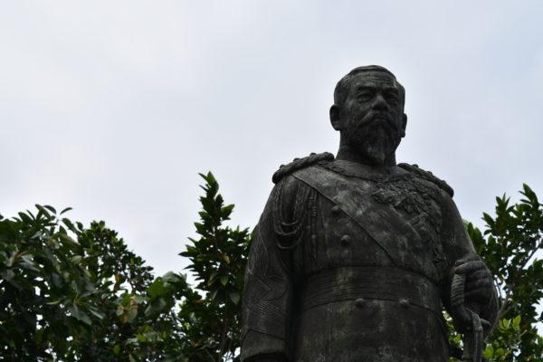 明治天皇像