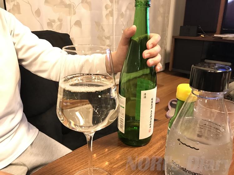 日本酒がワイングラスに