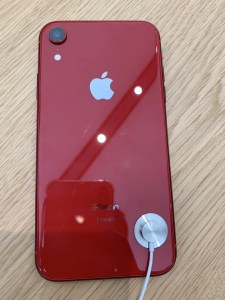 iPhone XR (PRODUCT)RED™ 裏面