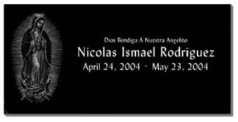 Virgen de Guadalupe, nombre , fechas y texto gravado con laser, placa de granito negro de 60x20 cm.