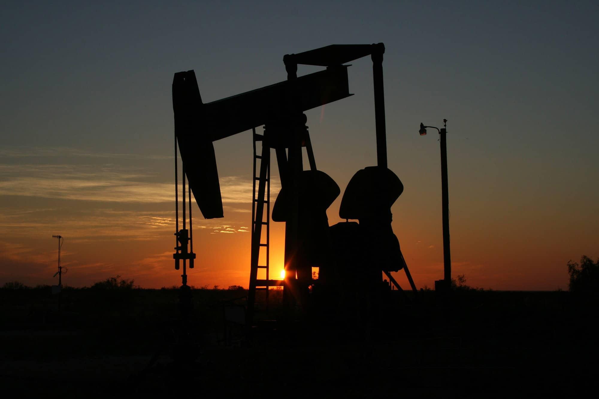 WTI原油期貨合約負37美元寫歷史