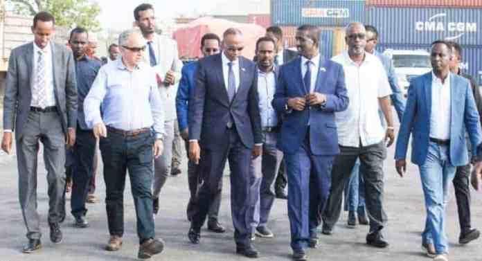 SAWIRRO: Ra'iisal wasaare Kheyre oo kormeer ku tegay Wasaaradda Maaliyadda & Dekadda Muqdisho