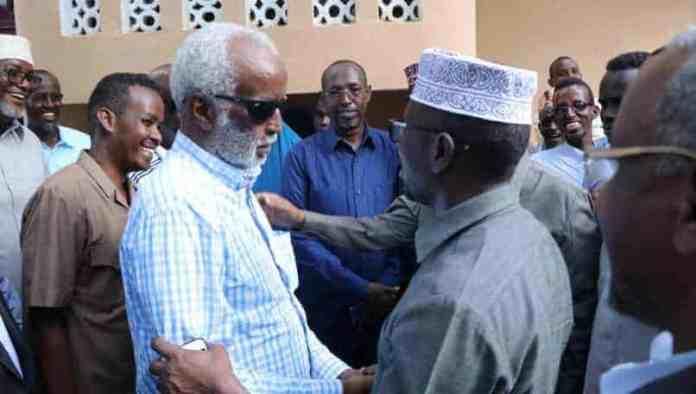 Wafdiga Madaxweynayaashii hore oo kulan la yeeshay Ugaas Xasan Ugaas Khaliif (Sawirro)