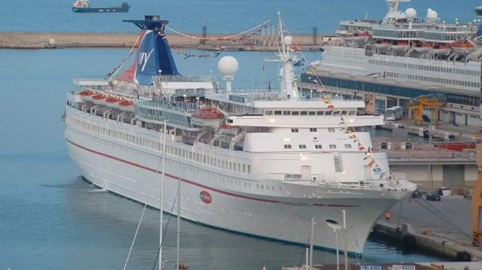 A photo of cruise ship Aquamarine as Carousel.