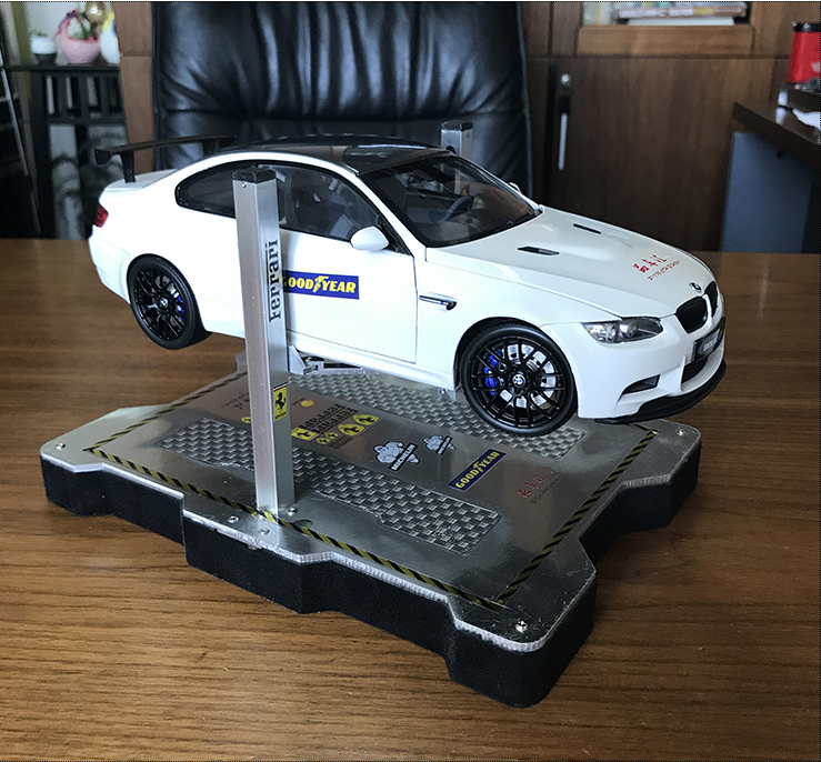 Two-post Car Lift with Car Repair Platform For 1/18 Diecast Scale Model Cars, Set accessories for Scale Model Car Repair Shop scenes