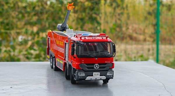 Diecast Cars, 1/50 Diecast Model Car, Mercedes Benz Actros V8 Foam Truck Scale Model Car. Fire Truck Collectible Cars, Diecast Vehicles
