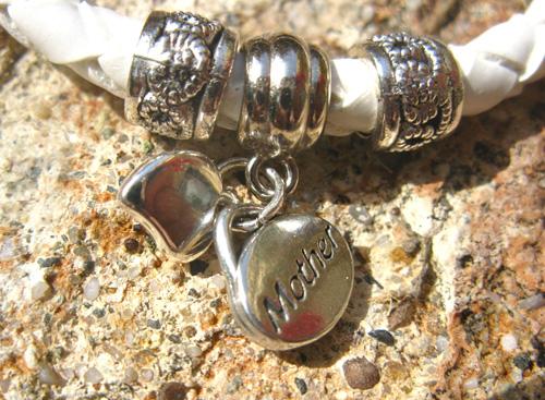 Mother_heart_charm_bracelet