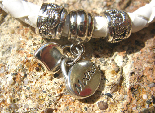 Mother_heart_charm_bracelet