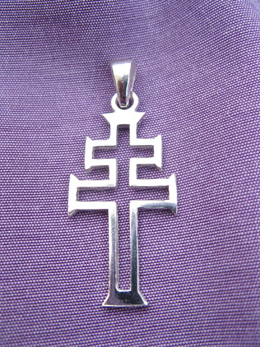 Close-up_modern_cross_8313
