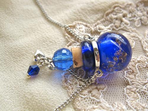 Lourdes_necklace_heart_dk_bl