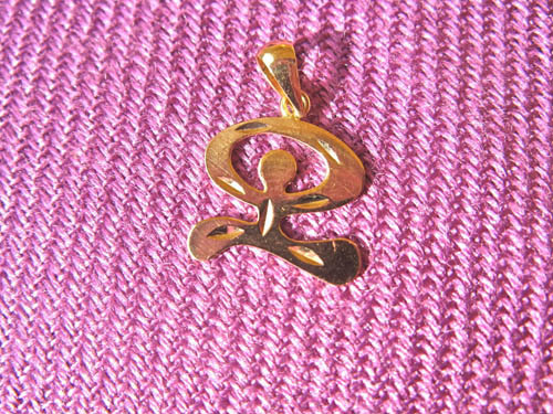 Indalo pendant of gold